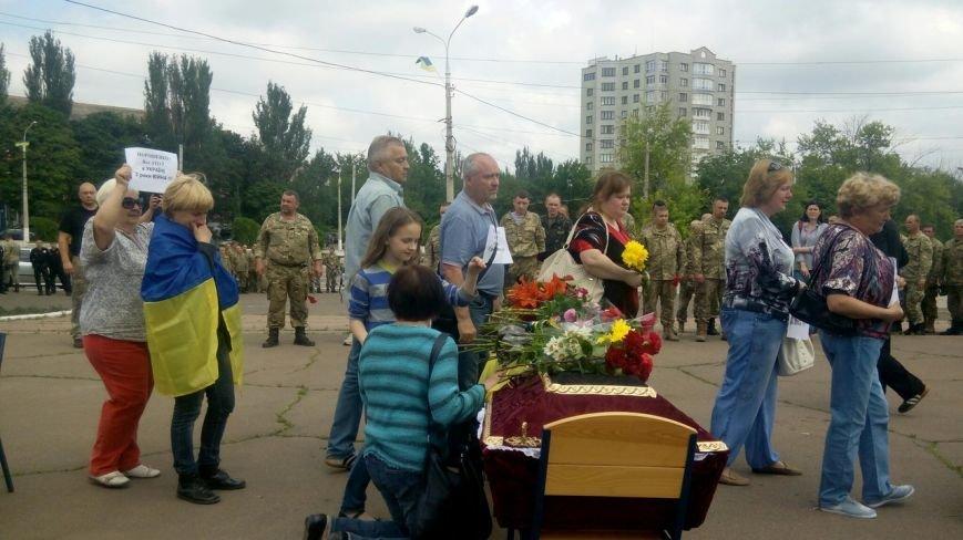 В Мариуполе попрощались с тремя солдатами, погибшими под минометным огнем боевиков (ФОТО+ВИДЕО), фото-9