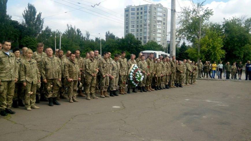 В Мариуполе попрощались с тремя солдатами, погибшими под минометным огнем боевиков (ФОТО+ВИДЕО), фото-5