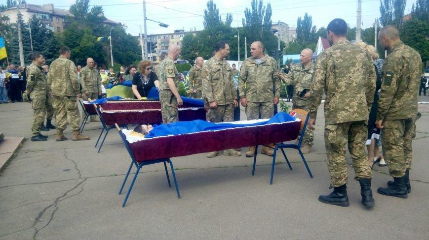 В Мариуполе попрощались с тремя солдатами, погибшими под минометным огнем боевиков (ФОТО+ВИДЕО), фото-2