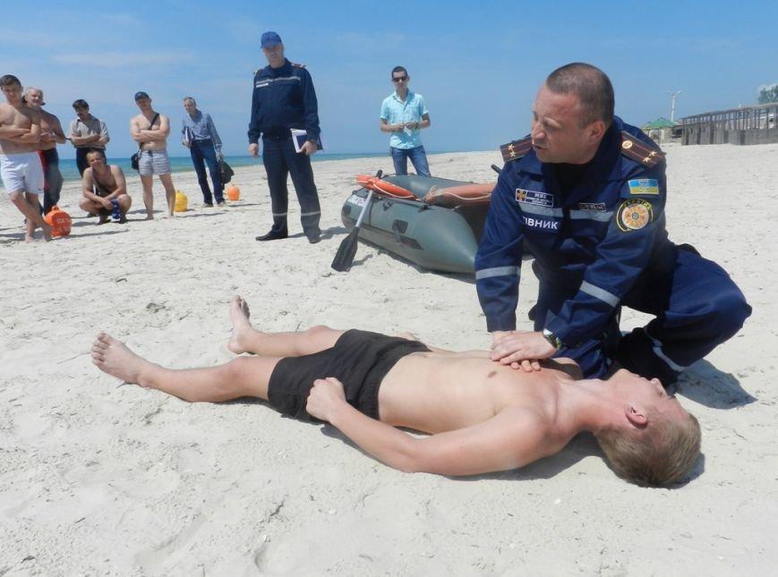 В Лазурном на практике обучали матросов-спасателей спасать людей (фото), фото-1