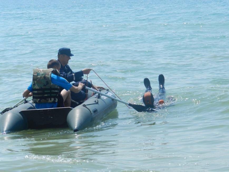 В Лазурном на практике обучали матросов-спасателей спасать людей (фото), фото-2