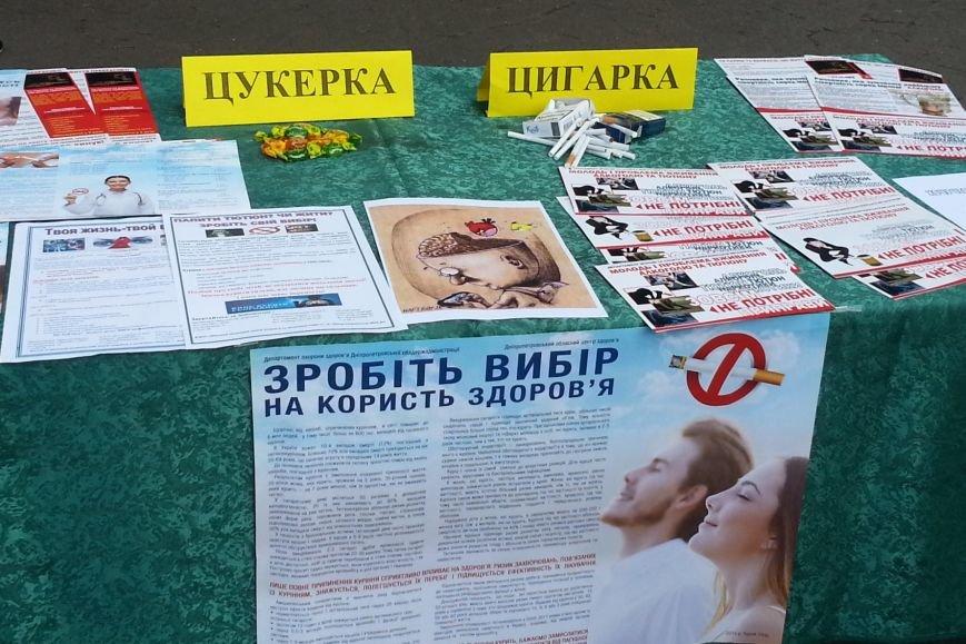 В Днепродзержинске сигареты меняли на конфеты, фото-1