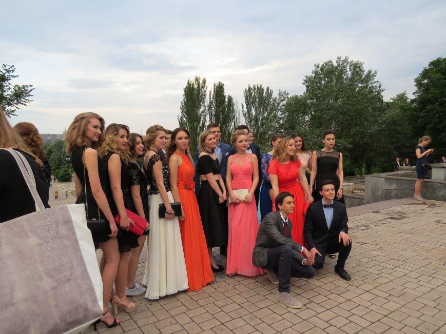Мариупольские выпускники встречали рассвет на пляже (ФОТО), фото-1