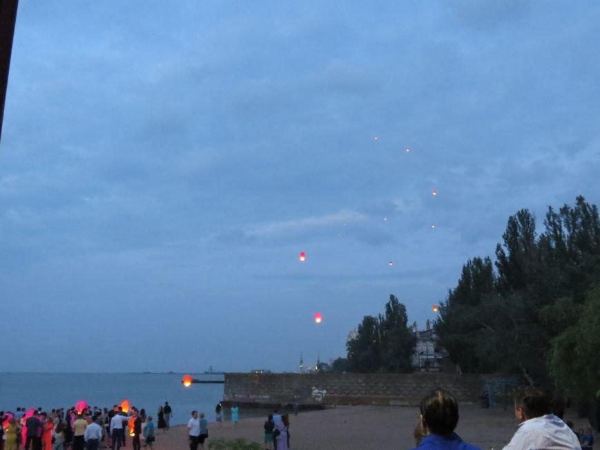 Мариупольские выпускники встречали рассвет на пляже (ФОТО), фото-15