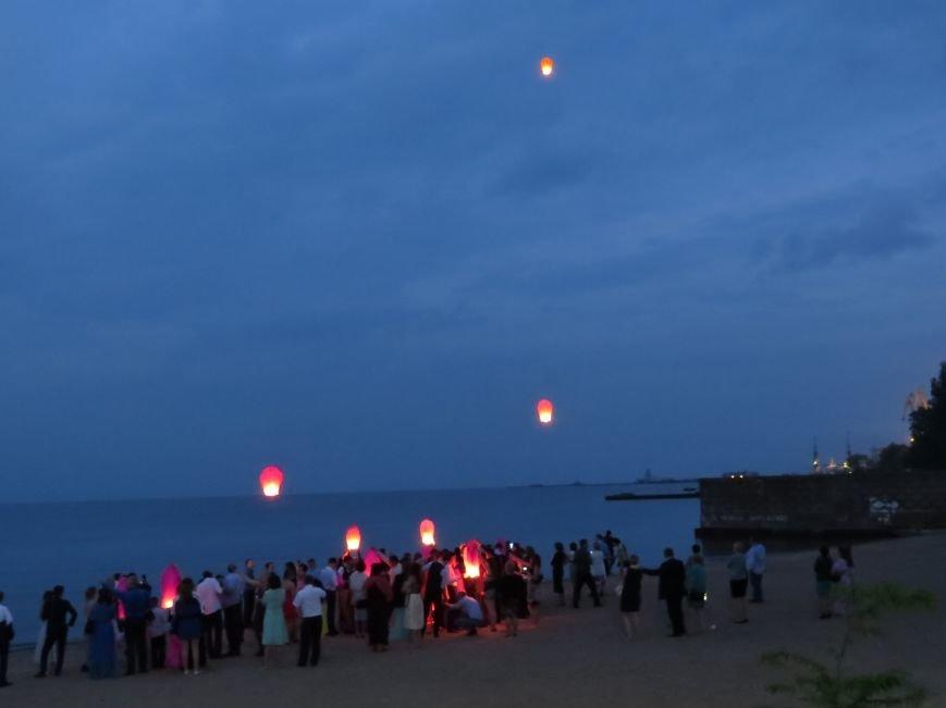 Мариупольские выпускники встречали рассвет на пляже (ФОТО), фото-12