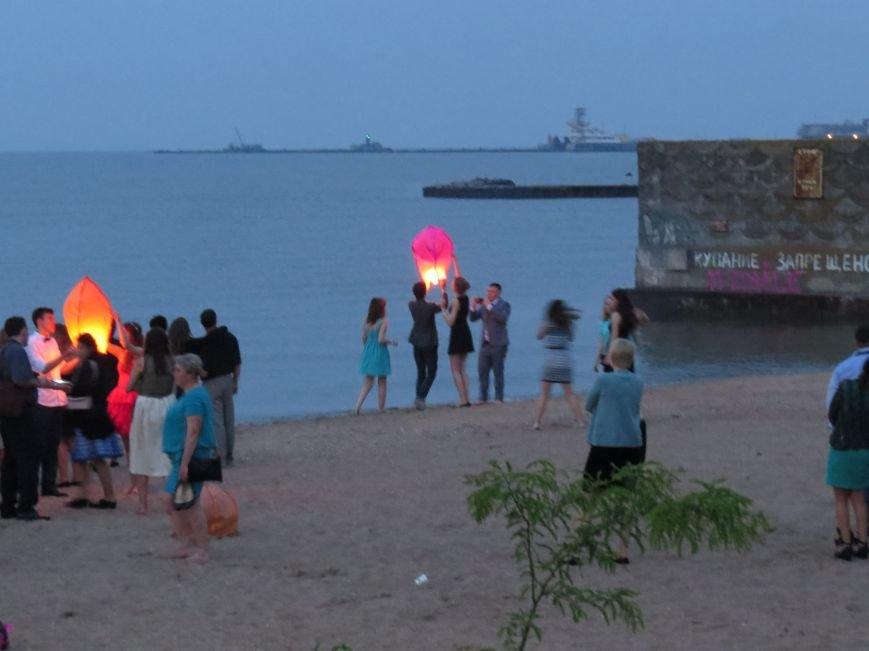 Мариупольские выпускники встречали рассвет на пляже (ФОТО), фото-14