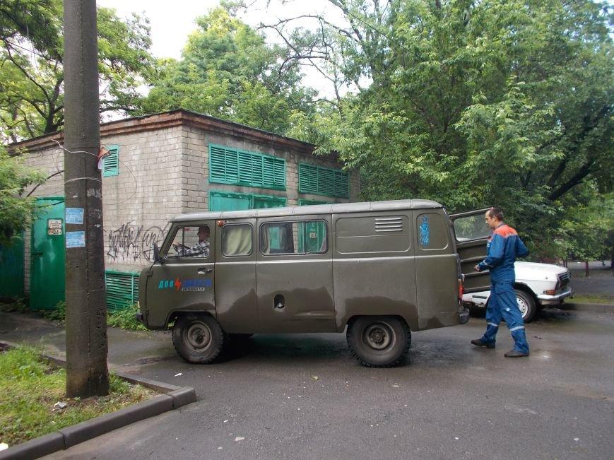 Две упавшие акации на улице Петрашевского в Ростове оставили без света несколько домов, фото-3