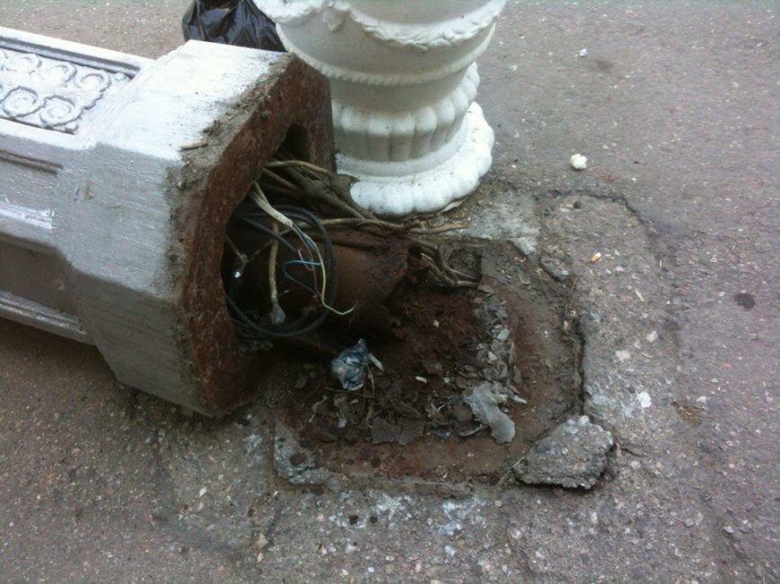 В Севастополе упавший фонарный столб едва не придавил водителя (ФОТОФАКТ), фото-4