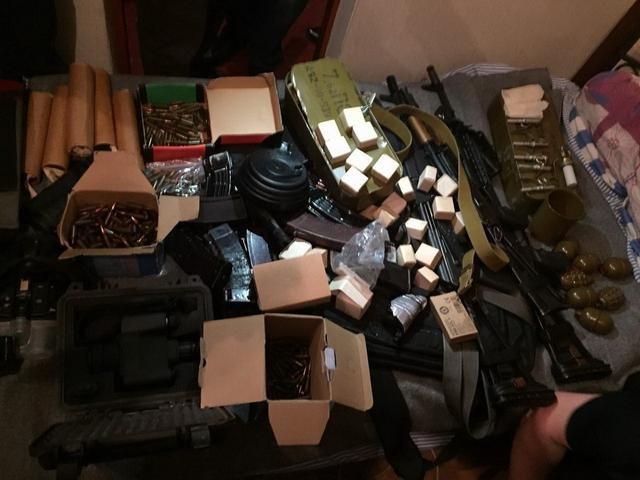 СБУ изъяла у мариупольских полицейских незаконный арсенал оружия (ФОТО), фото-2