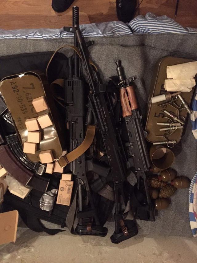 СБУ изъяла у мариупольских полицейских незаконный арсенал оружия (ФОТО), фото-1