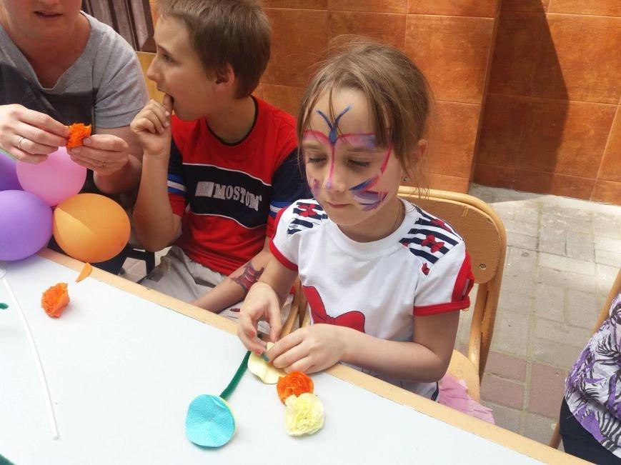 """Вчера в центре Херсона дети делали """"дерево счастья"""" (фото, видео), фото-1"""