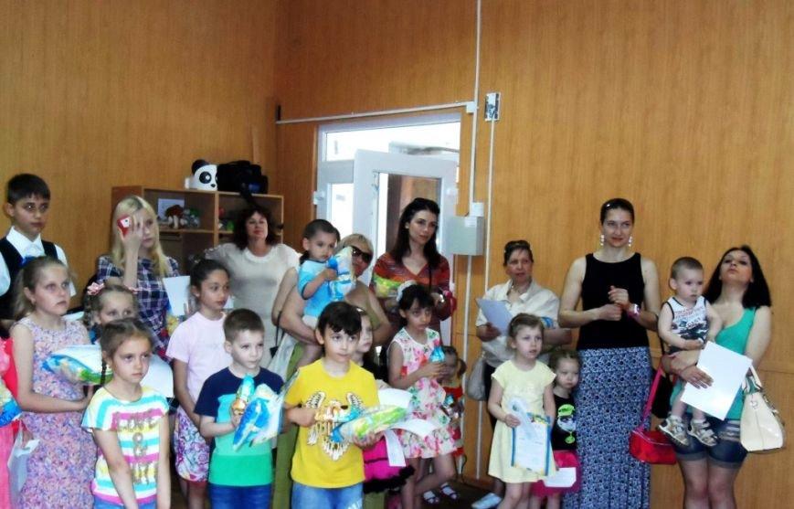 В Херсоне открылась выставка детей-переселенцев (фото), фото-2