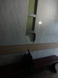 Посетители Третьей горбольницы устроили драку, поломали мебель и перепугали медперсонал, фото-1