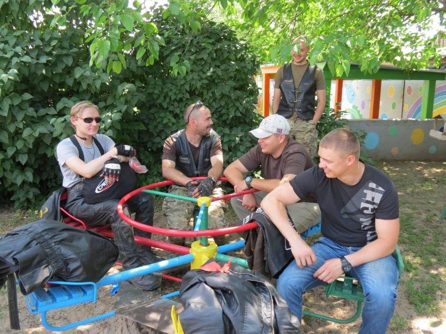 """Херсонские байкеры и волонтеры устроили """"игрушечный мотопробег"""" (фото), фото-6"""