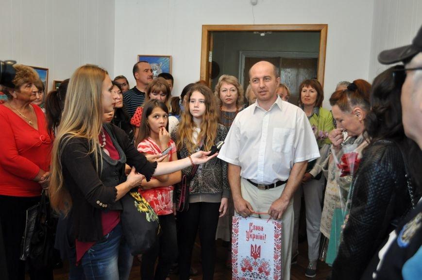 Заради пам'яті загиблого на війні батька юна черкащанка відкрила виставку картин (ФОТО), фото-2