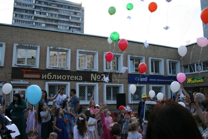 В Троицке прошёл флешмоб с запуском воздушных шаров, фото-7