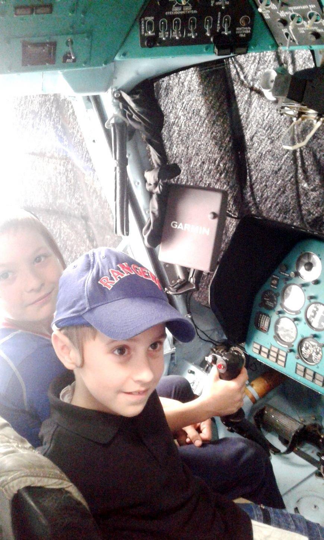 Учащиеся УВО «Хабад» побывали в гостях у чернобаевских вертолетчиков (фото), фото-2