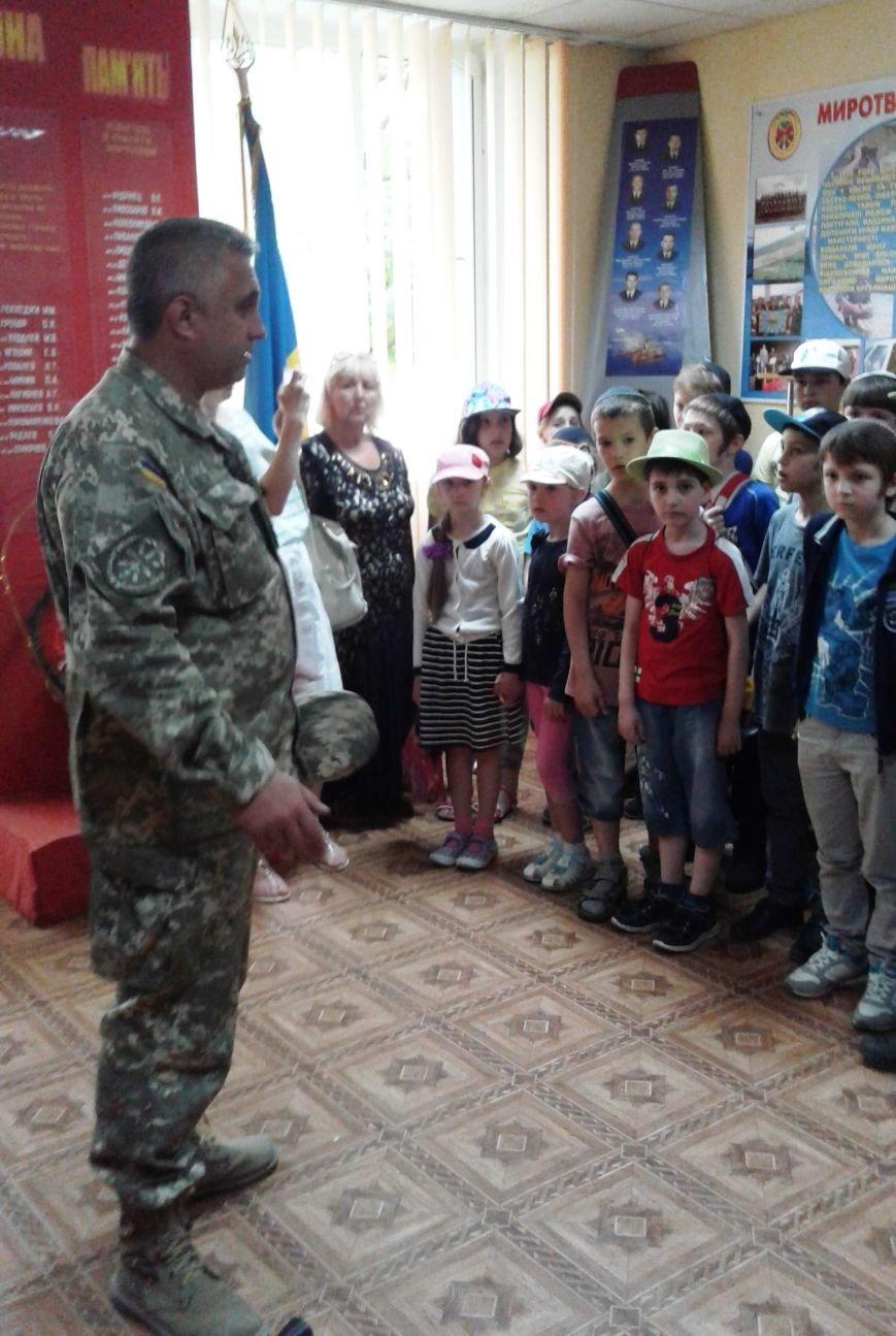 Учащиеся УВО «Хабад» побывали в гостях у чернобаевских вертолетчиков (фото), фото-1