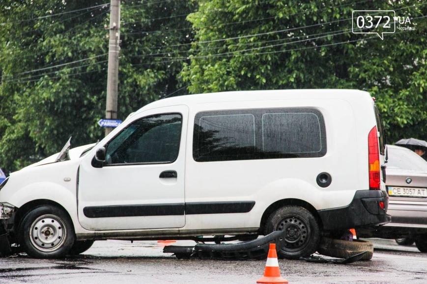 У Чернівцях ДТП - зіштовхнулись три автомобілі, фото-7