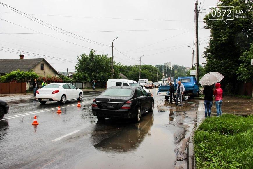 У Чернівцях ДТП - зіштовхнулись три автомобілі, фото-3