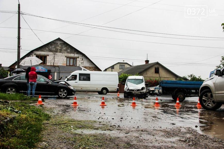 У Чернівцях ДТП - зіштовхнулись три автомобілі, фото-1