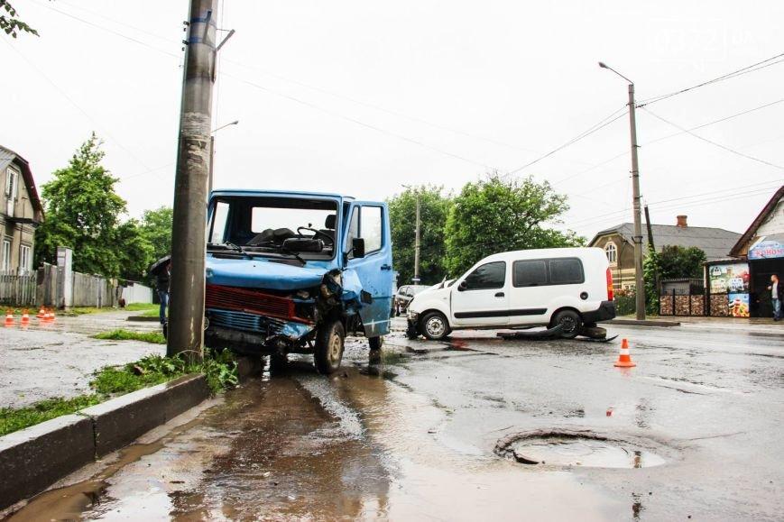 У Чернівцях ДТП - зіштовхнулись три автомобілі, фото-4