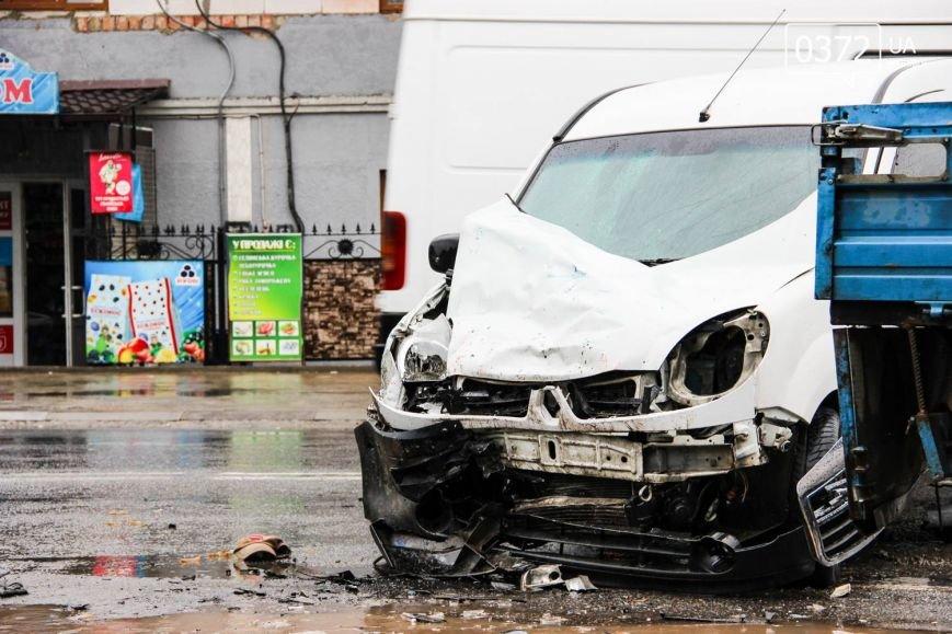 У Чернівцях ДТП - зіштовхнулись три автомобілі, фото-5