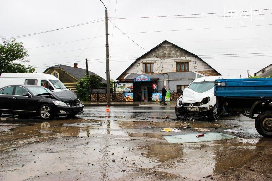 У Чернівцях ДТП - зіштовхнулись три автомобілі, фото-6