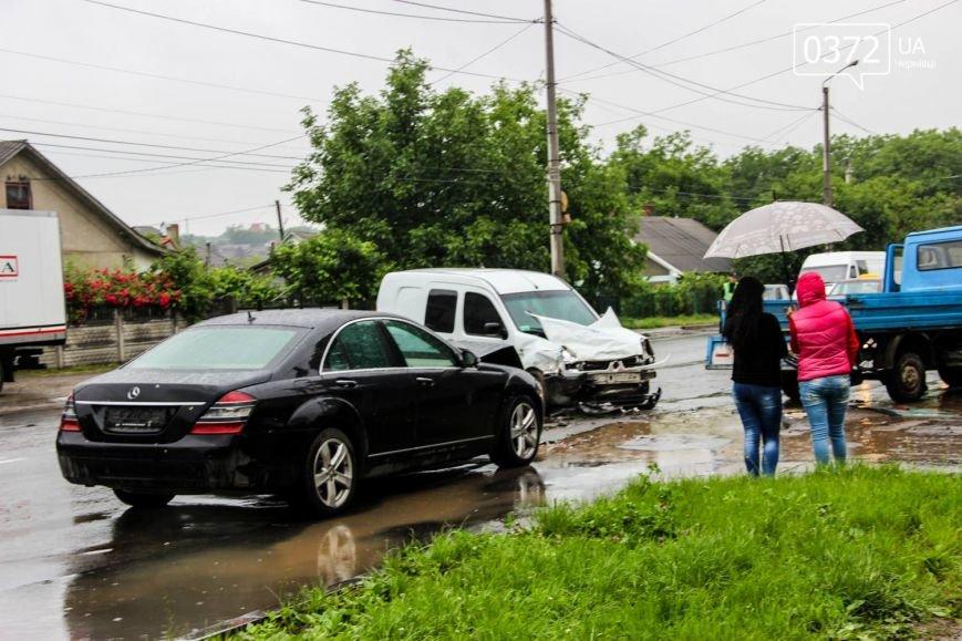 У Чернівцях ДТП - зіштовхнулись три автомобілі, фото-8