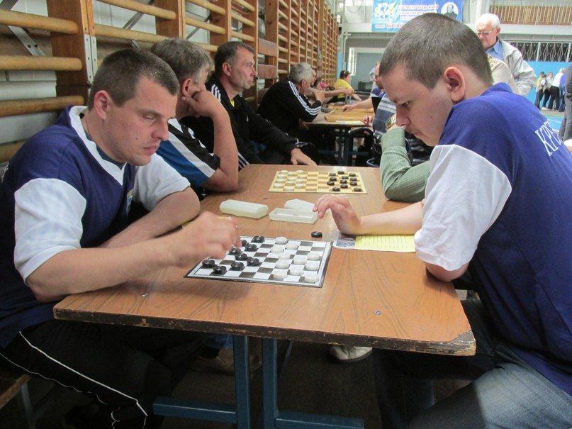 В Кременчуге люди с ограниченными возможностями приседали, «сдавали вождение», метали дротики и играли в шахматы, фото-4