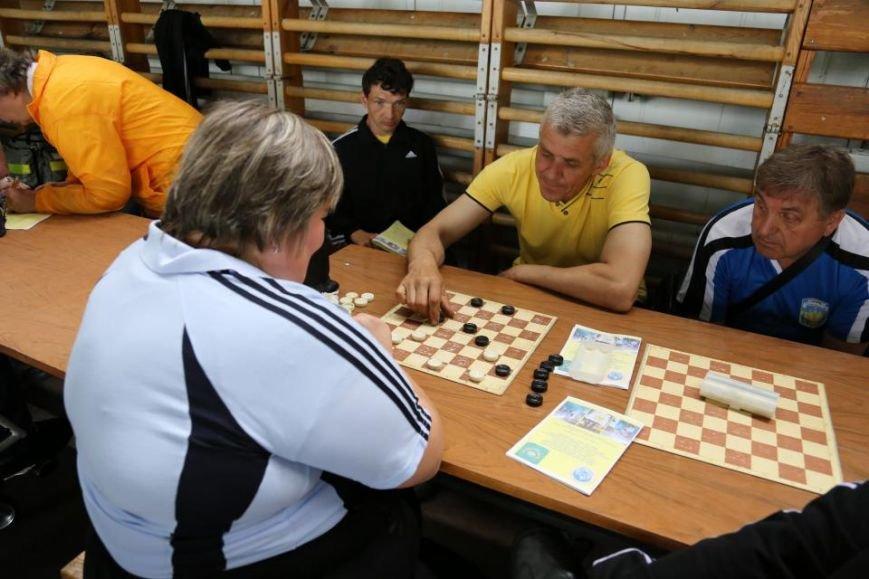 В Кременчуге люди с ограниченными возможностями приседали, «сдавали вождение», метали дротики и играли в шахматы, фото-13