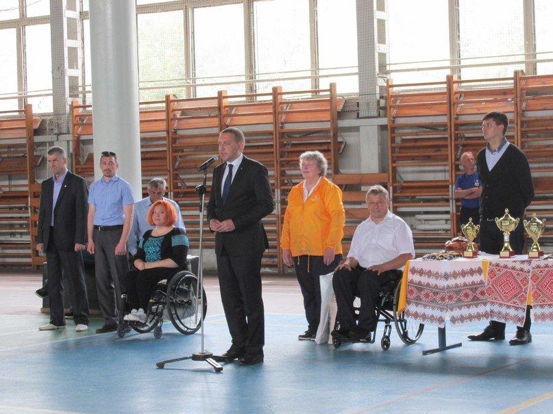 В Кременчуге люди с ограниченными возможностями приседали, «сдавали вождение», метали дротики и играли в шахматы, фото-17