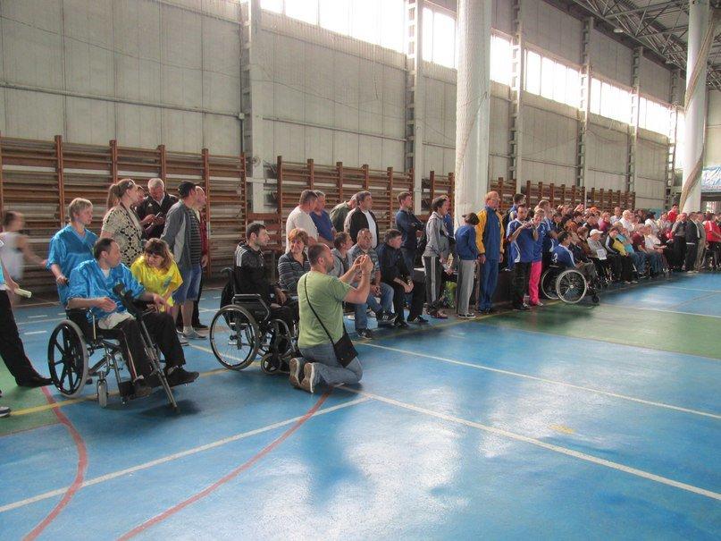 В Кременчуге люди с ограниченными возможностями приседали, «сдавали вождение», метали дротики и играли в шахматы, фото-1
