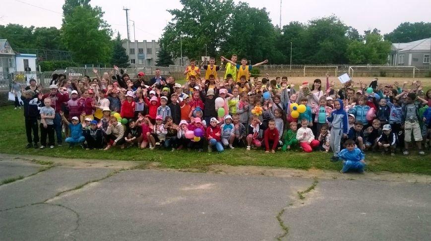 В Чернобаевке, детей, победивших в спортивной эстафете, наградили грамотами и сладостями (фото), фото-3