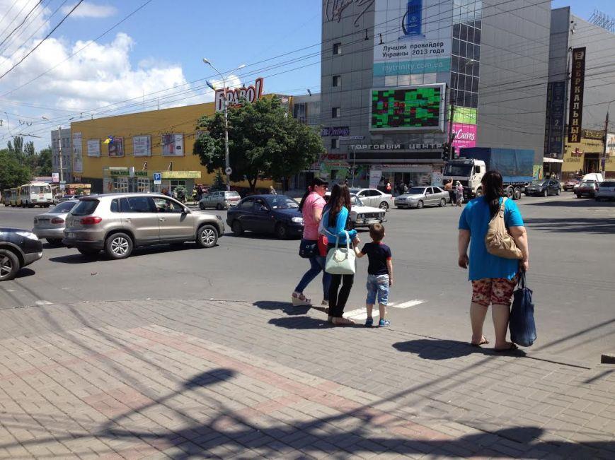 В Мариуполе на центральном перекрестке не работает светофор (Фотофакт), фото-1