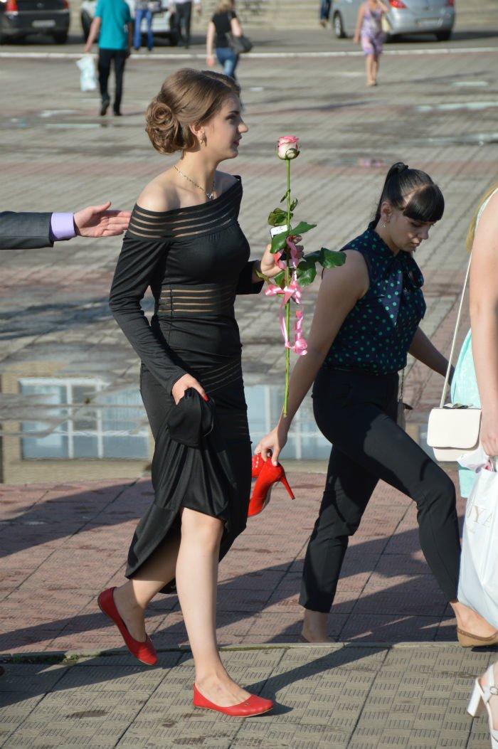 Всеукраинский новостной сайт высмеял северодонецких выпускниц (фото), фото-15