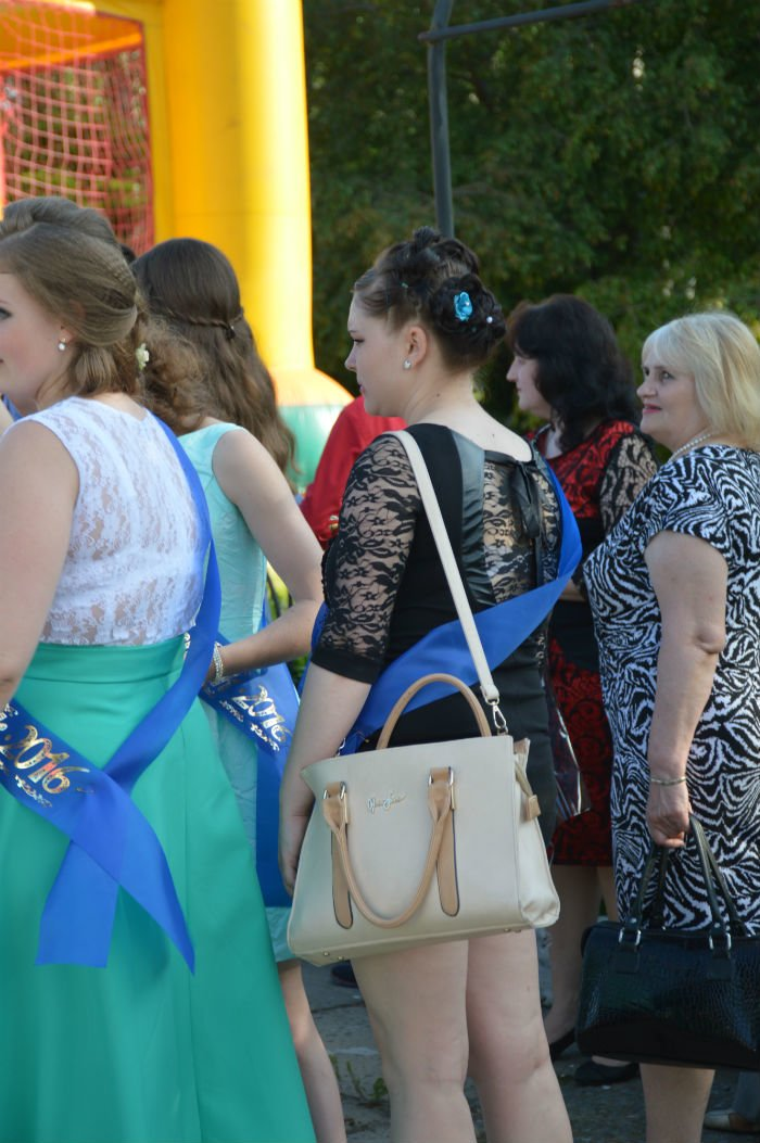 Всеукраинский новостной сайт высмеял северодонецких выпускниц (фото), фото-16