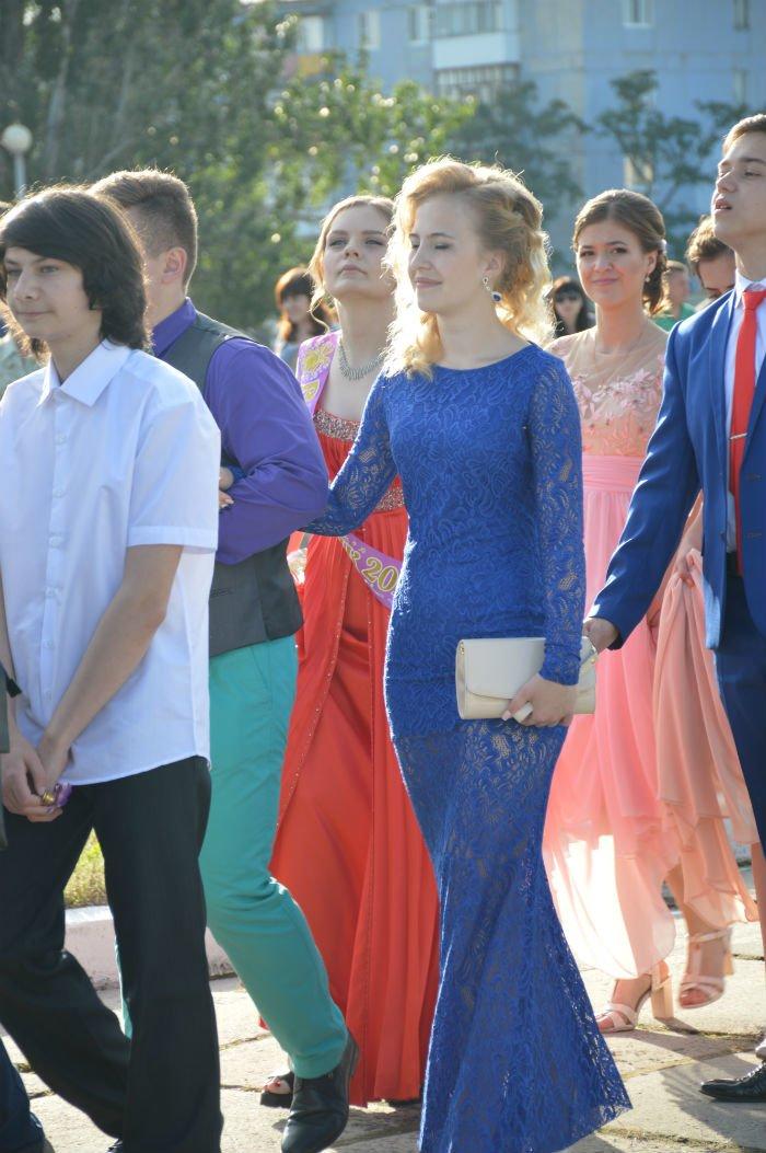 Всеукраинский новостной сайт высмеял северодонецких выпускниц (фото), фото-4