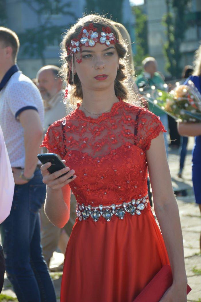 Всеукраинский новостной сайт высмеял северодонецких выпускниц (фото), фото-9