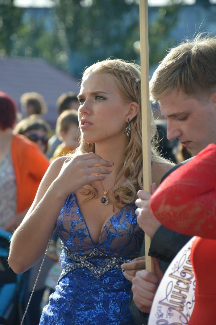 Всеукраинский новостной сайт высмеял северодонецких выпускниц (фото), фото-5