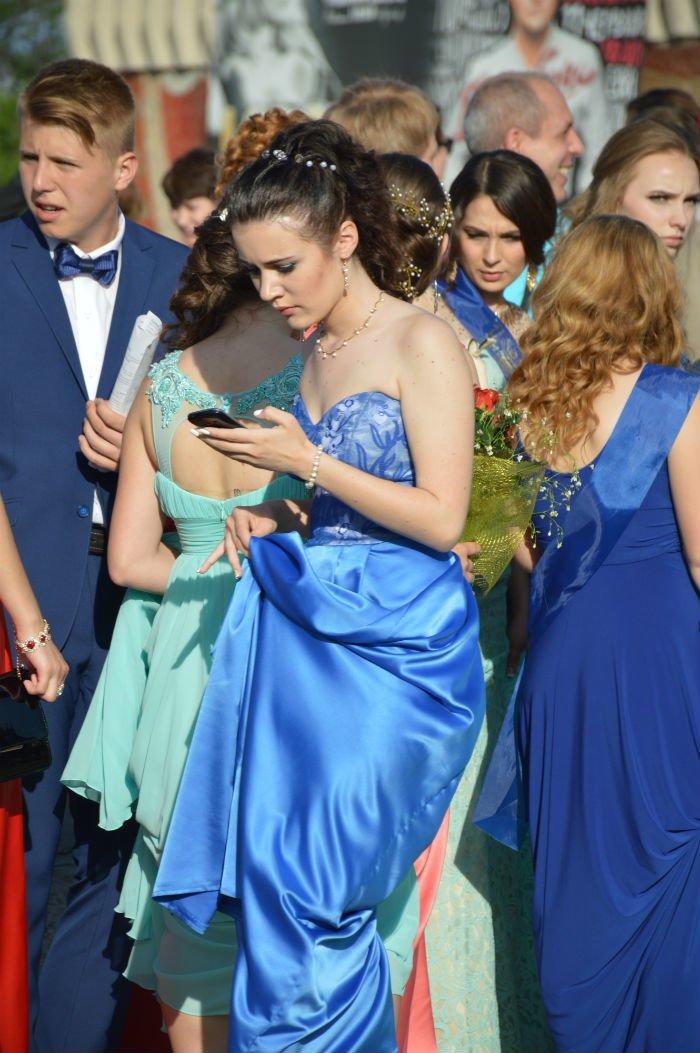 Всеукраинский новостной сайт высмеял северодонецких выпускниц (фото), фото-3