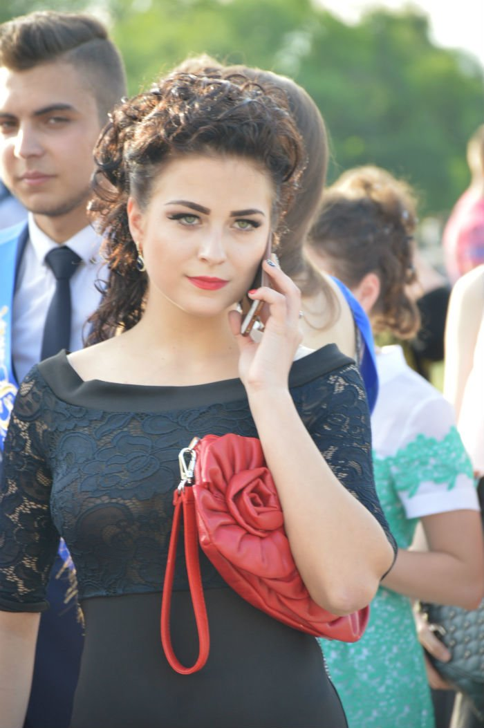 Всеукраинский новостной сайт высмеял северодонецких выпускниц (фото), фото-14