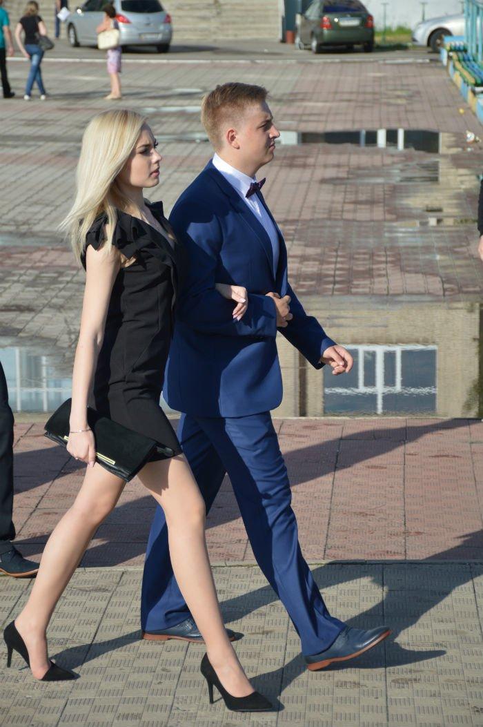 Всеукраинский новостной сайт высмеял северодонецких выпускниц (фото), фото-17