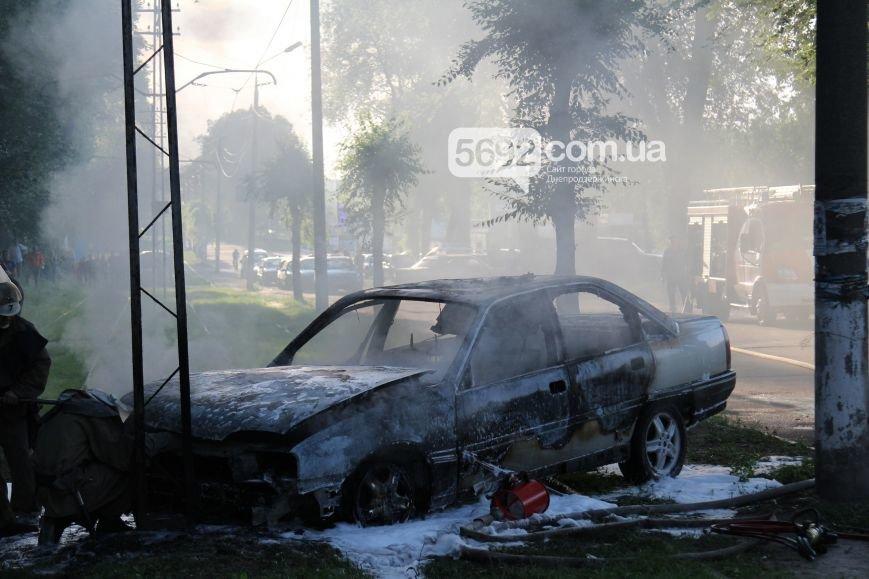 На проспекте Аношкина в Каменском сгорел автомобиль (ФОТО, ВИДЕО), фото-4