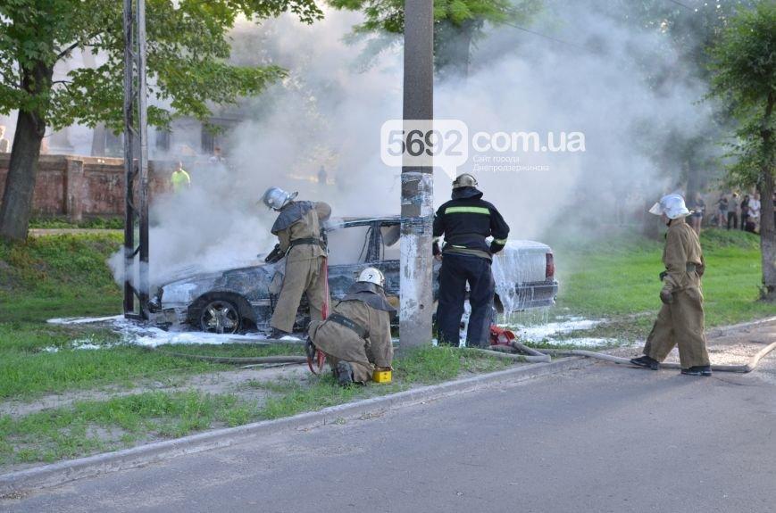 На проспекте Аношкина в Каменском сгорел автомобиль (ФОТО, ВИДЕО), фото-2