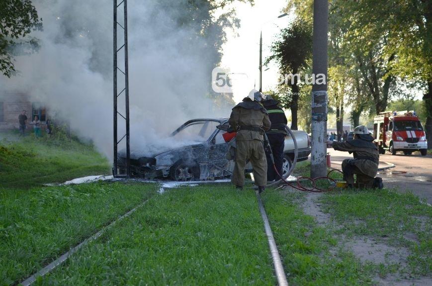 На проспекте Аношкина в Каменском сгорел автомобиль (ФОТО, ВИДЕО), фото-1