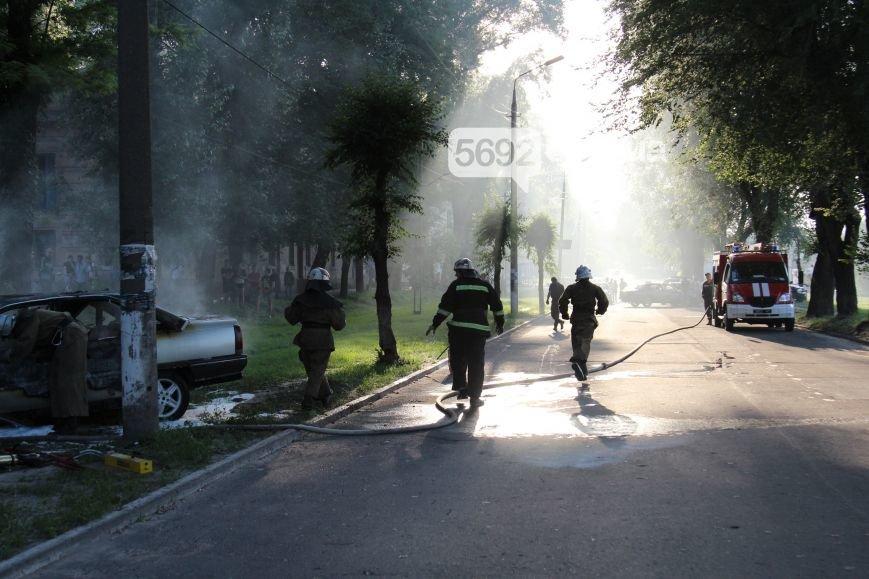 На проспекте Аношкина в Каменском сгорел автомобиль (ФОТО, ВИДЕО), фото-6