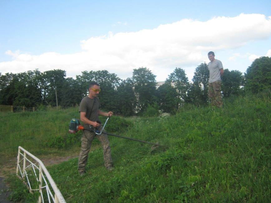 Новоград-волинські атошники брали участь у роботі по благоустрою нашого міста, фото-6