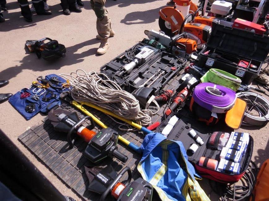 В Мелекино мариупольские спасатели вытаскивали людей из под обстрелов (ФОТОРЕПОРТАЖ), фото-2