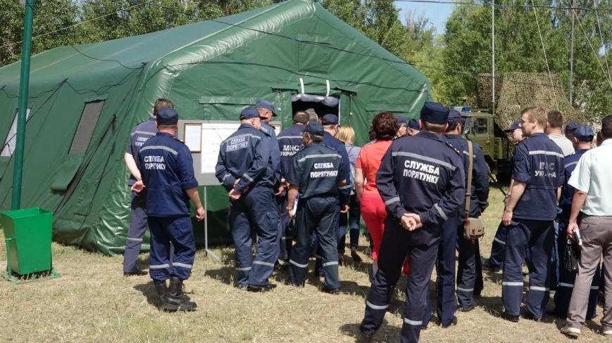 В Мелекино мариупольские спасатели вытаскивали людей из под обстрелов (ФОТОРЕПОРТАЖ), фото-30